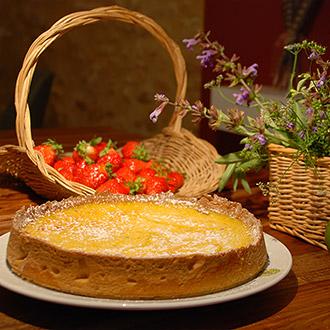 Tarte au citron maison servie à l'auberge de Montpoupon