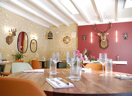 Salle de restaurant de l'auberge de Montpoupon