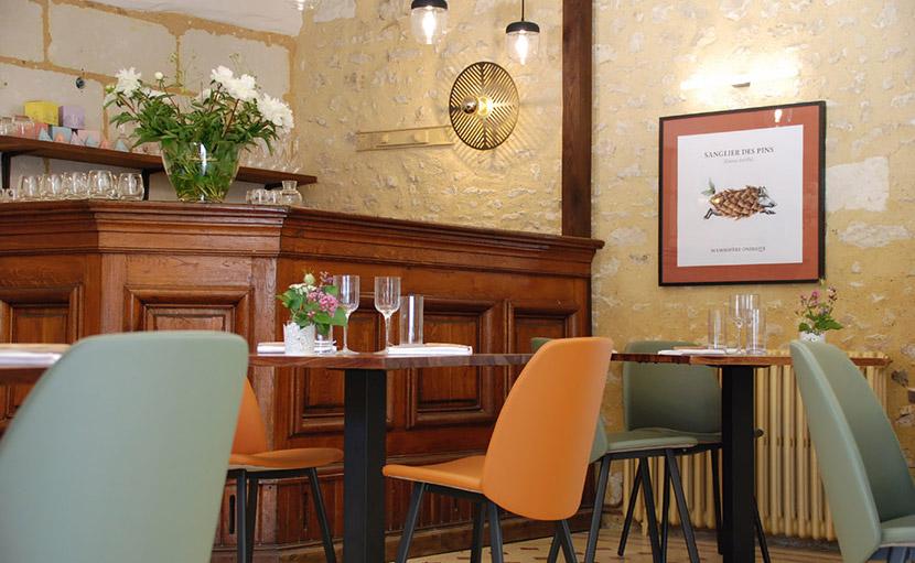 Côté bar du restaurant de l'auberge de Montpoupon