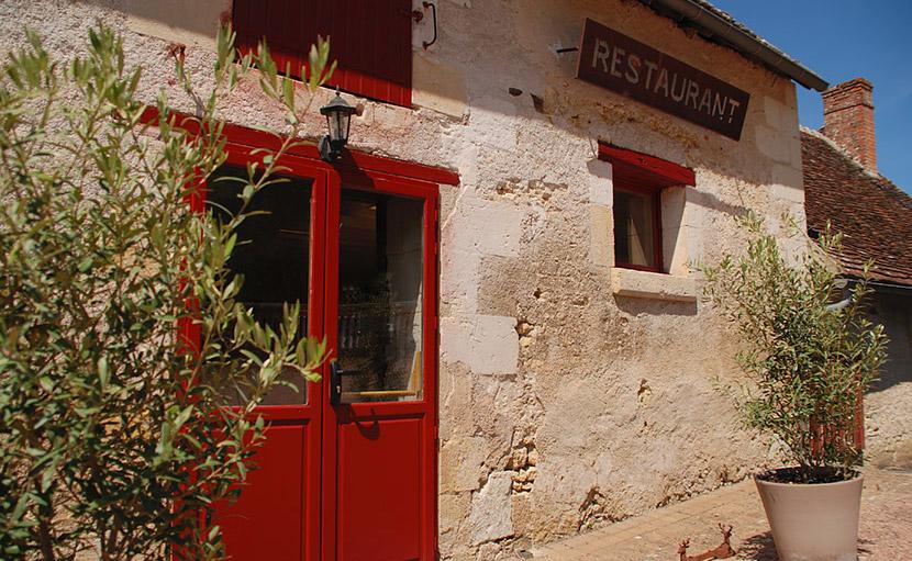 Entrée du restaurant de l'auberge de Montpoupon