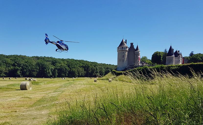 arrivée en hélicoptère au château de Montpoupon