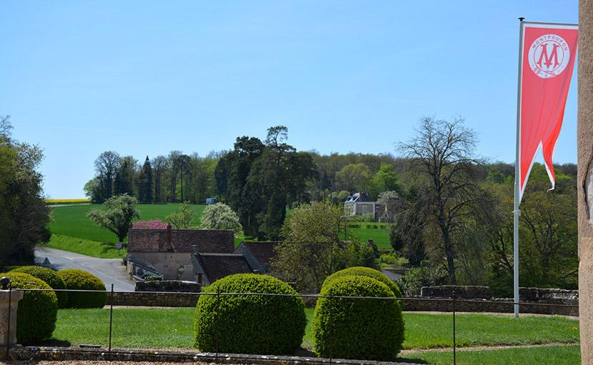 Vue de l'auberge de Montpoupon depuis le château